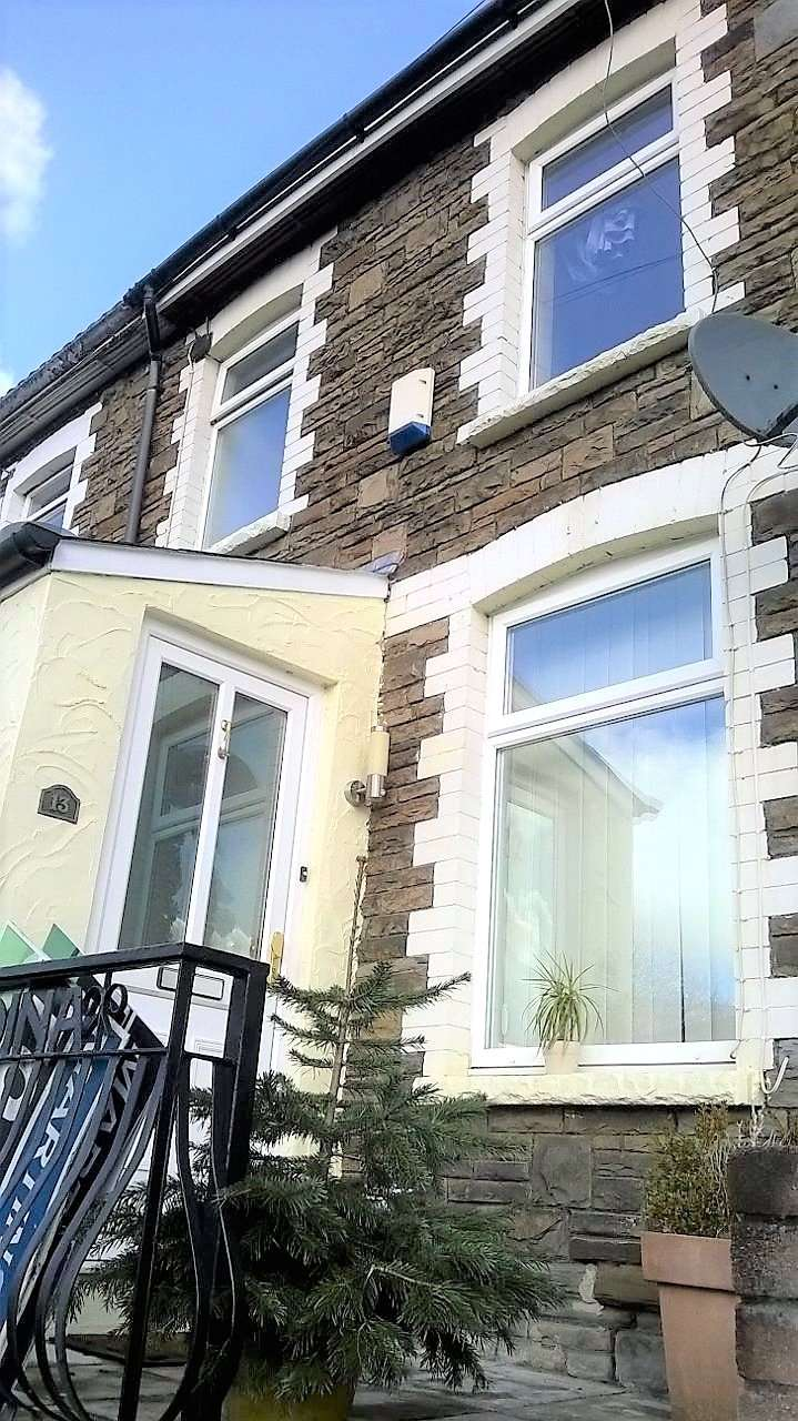 2 Bedrooms Property for sale in Sarn Place Risca NP11