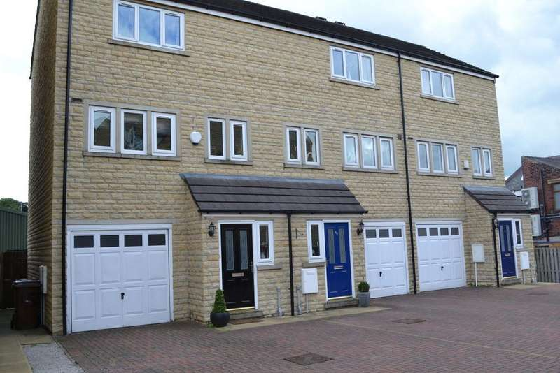 2 Bedrooms Town House for rent in Holmefield Gardens, Barrowford, Lancashire BB9