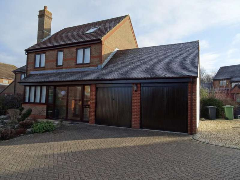 4 Bedrooms Detached House for sale in Highwood Ridge