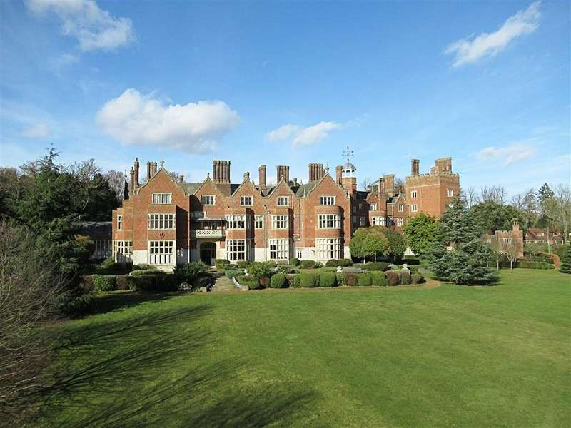 1 Bedroom Flat for sale in Goldings Hall, Hertford, Herts, SG14
