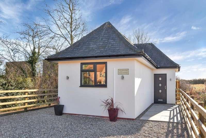 2 Bedrooms Detached Bungalow for sale in Vicarage Lane, Long Bennington