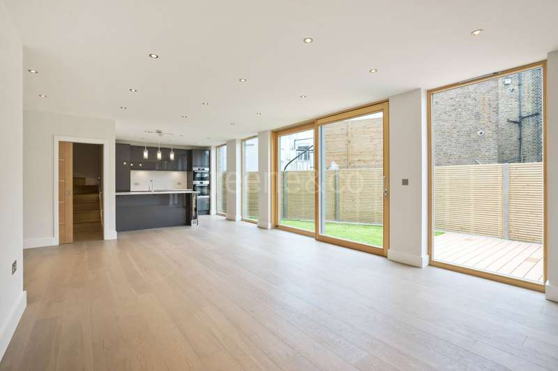 3 Bedrooms Detached House for sale in Messina Avenue, London, NW6