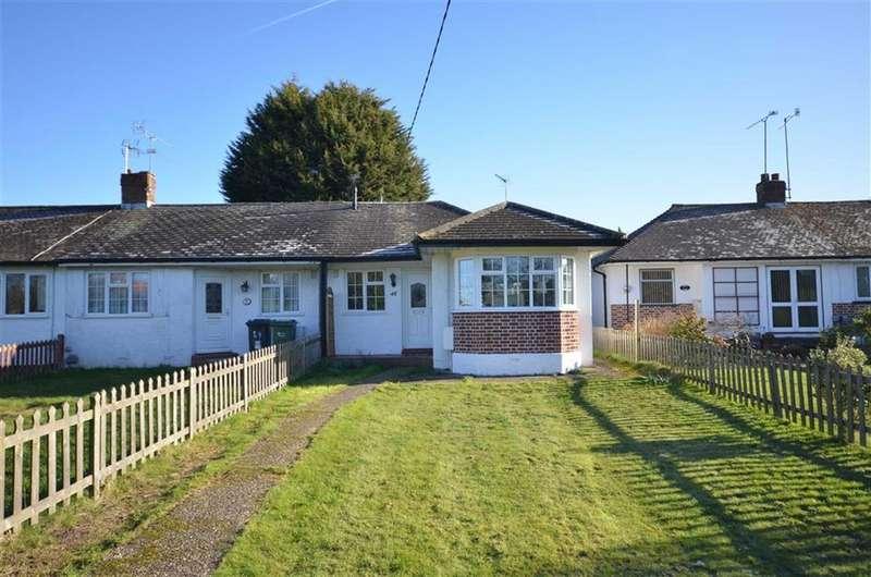 2 Bedrooms Semi Detached Bungalow for sale in Oxenden Road, Tongham, Farnham