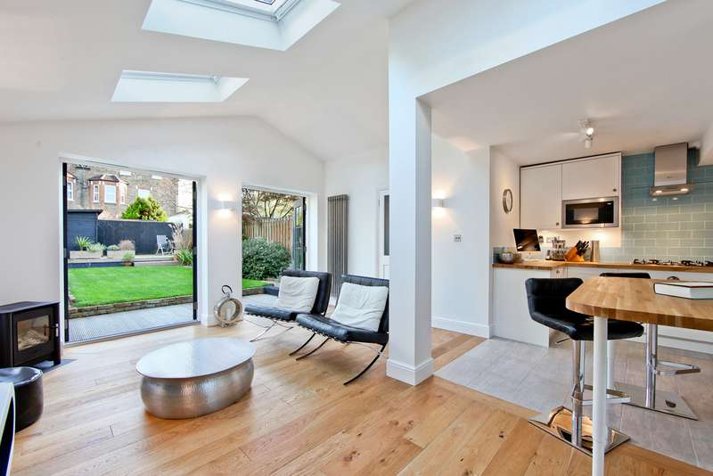 4 Bedrooms Semi Detached House for sale in Barrow Road, Streatham, London SW16