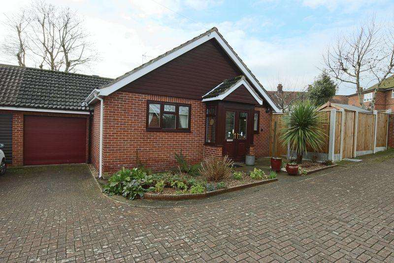 2 Bedrooms Bungalow for sale in St Annes Road, Beccles