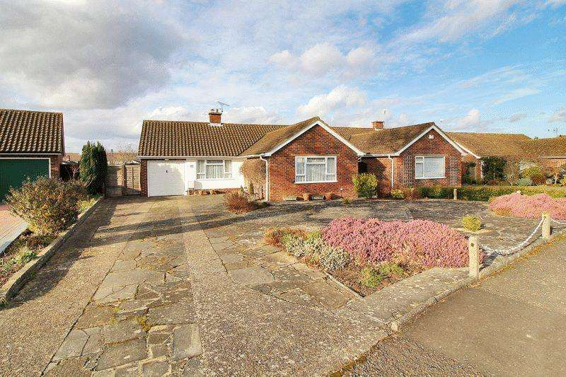 3 Bedrooms Detached Bungalow for sale in Morrell Avenue, Horsham