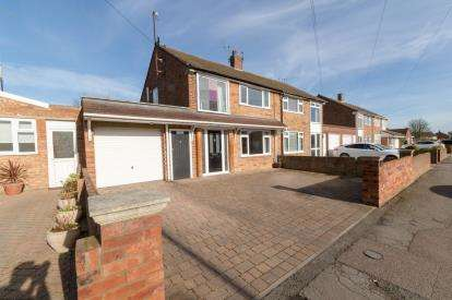 3 Bedrooms Semi Detached House for sale in Leaseway, Putnoe, Bedford, Bedfordshire