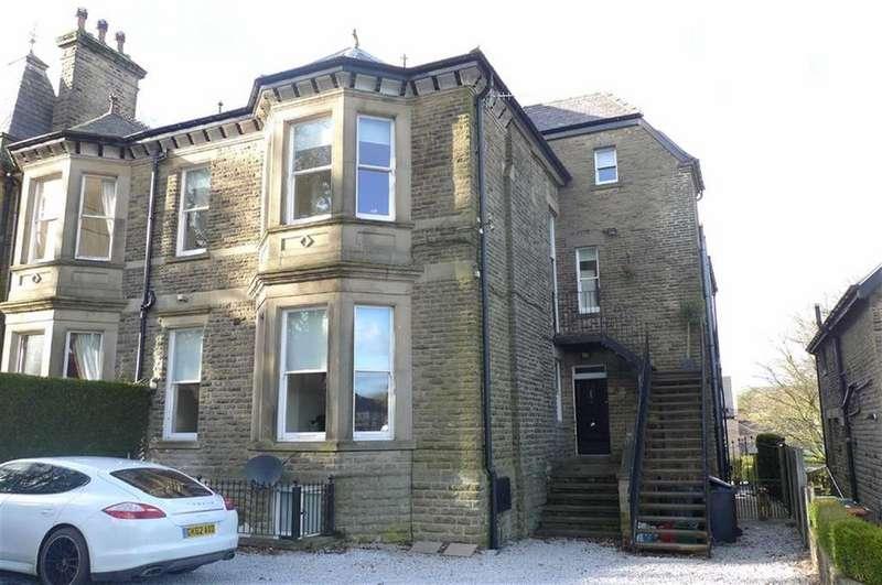 3 Bedrooms Maisonette Flat for sale in St Johns Road, Buxton, Derbyshire