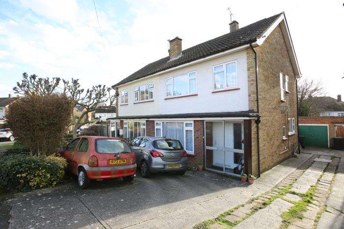 3 Bedrooms Semi Detached House for sale in MARKS AVENUE, ONGAR CM5