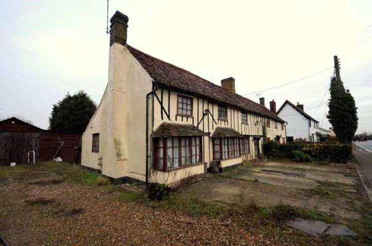 3 Bedrooms Cottage House for rent in Chelmsford Road, White Roding,