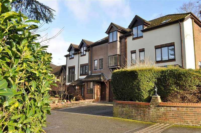 4 Bedrooms Town House for sale in Fairholme Gardens, Farnham
