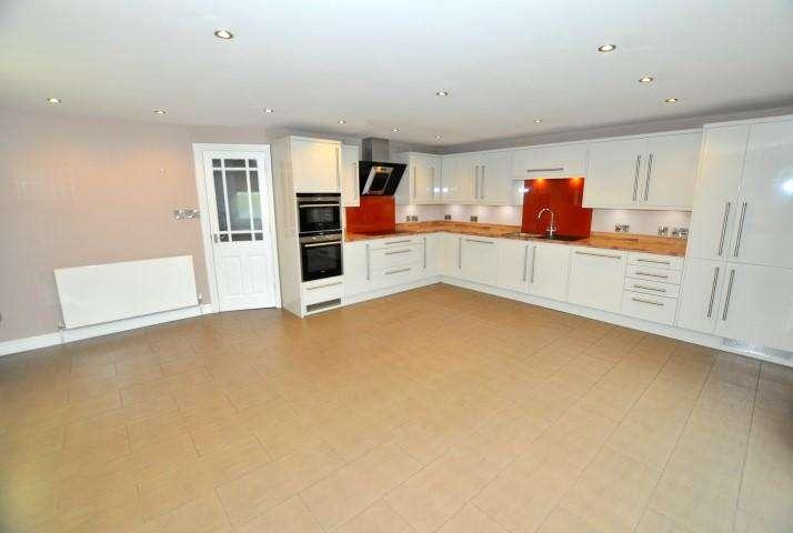 5 Bedrooms Detached House for rent in Ravens Crescent, Felsted, Essex