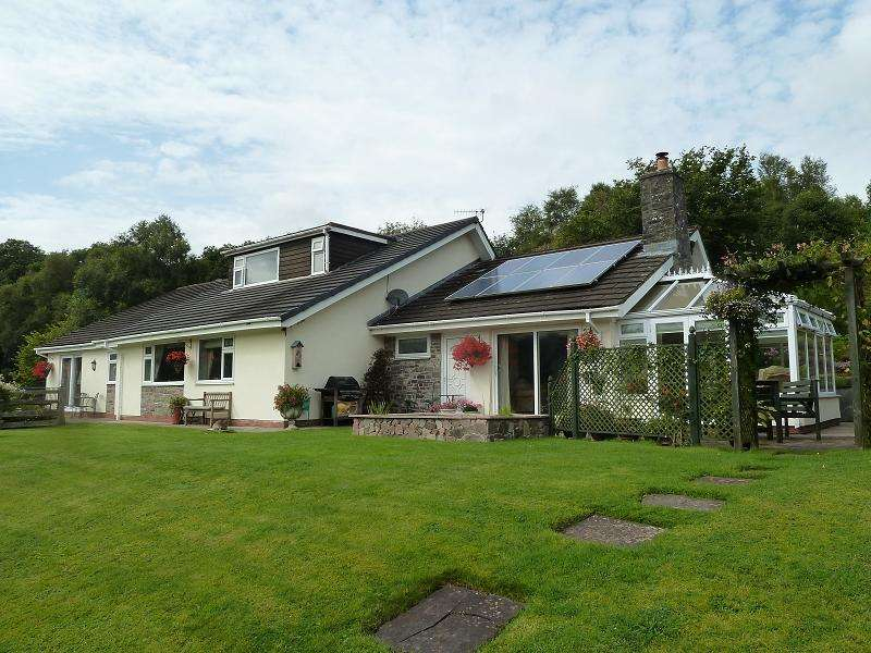 4 Bedrooms Detached House for sale in Trallong Common, Brecon, Powys.
