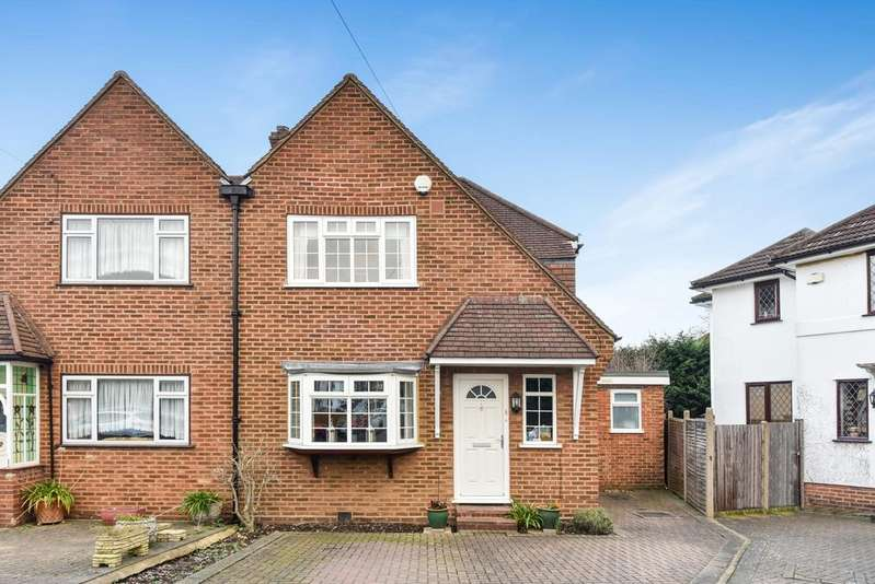 2 Bedrooms Semi Detached House for sale in Wolfe Close Bromley BR2
