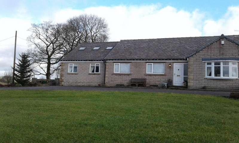 3 Bedrooms Semi Detached Bungalow for rent in Leeser Lane, Buxton SK17