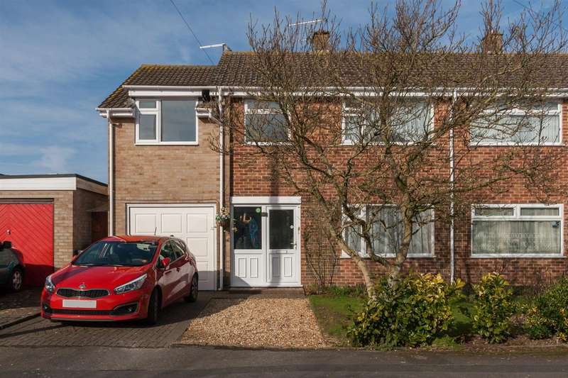 4 Bedrooms Semi Detached House for sale in Byron Avenue, Royal Wootton Bassett