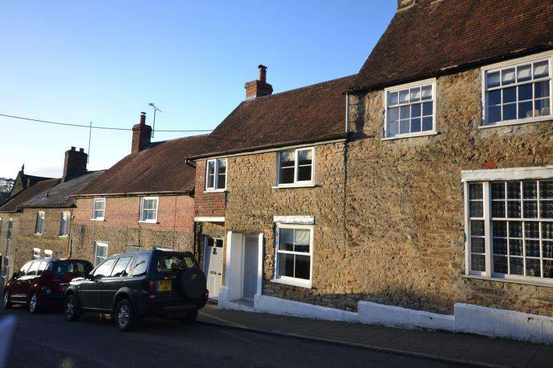 2 Bedrooms Stone House Character Property for rent in Mill Street, Wincanton