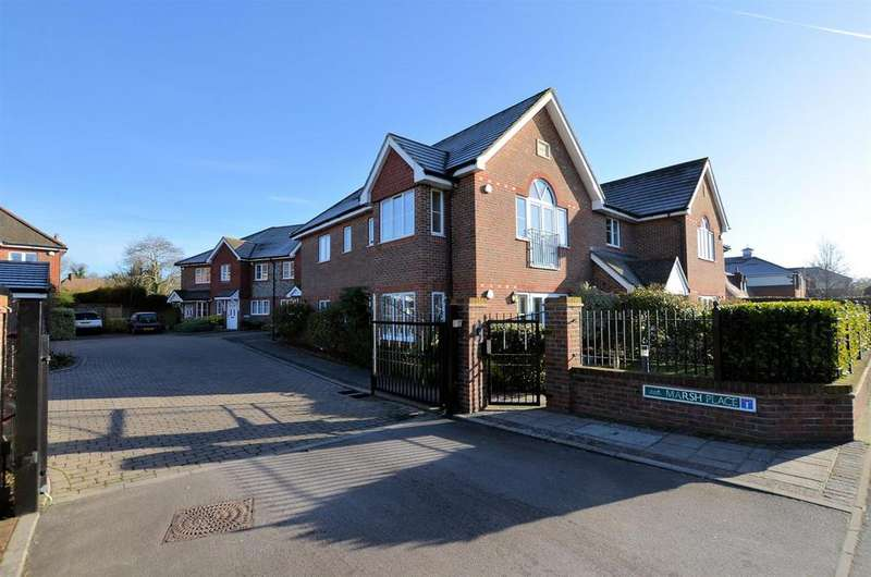 2 Bedrooms Flat for sale in Marsh Place, Pangbourne, Reading