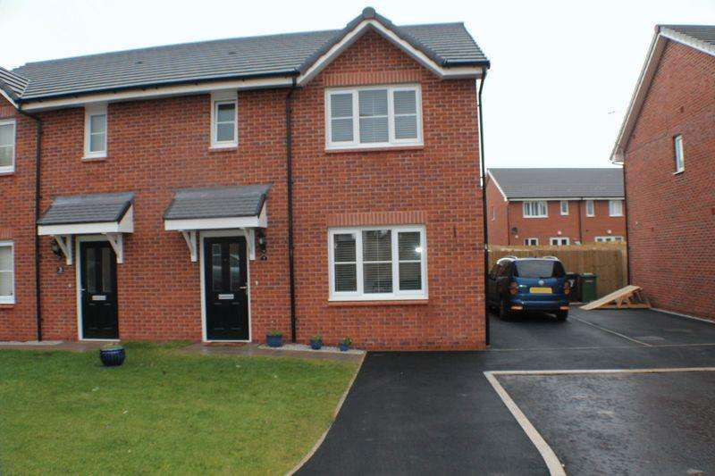 3 Bedrooms Semi Detached House for sale in Hosking Close, Upton