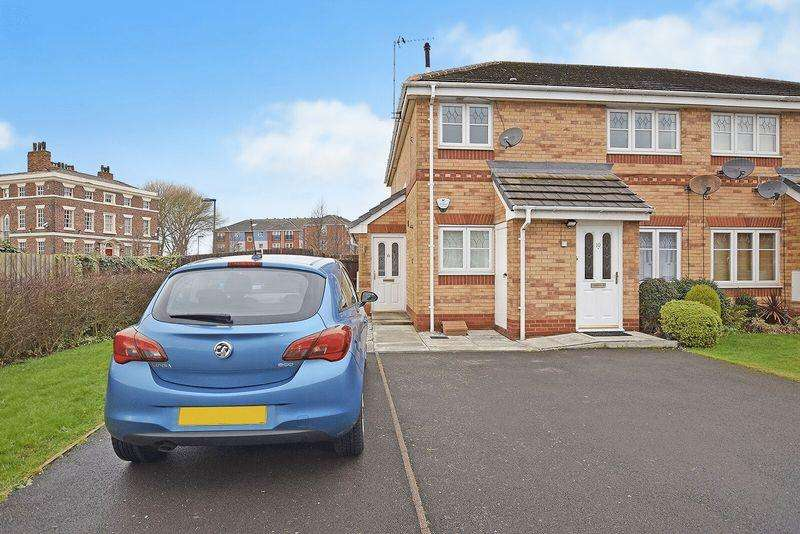 2 Bedrooms Flat for sale in Old Coach Road, Runcorn