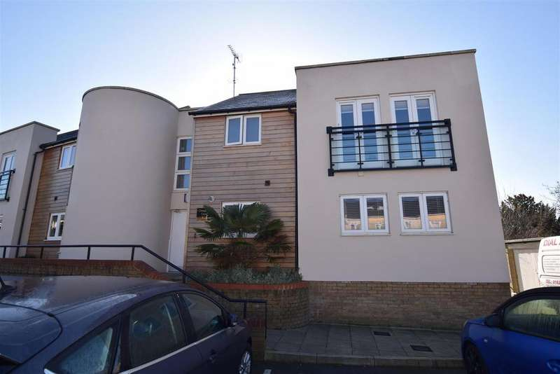 2 Bedrooms Apartment Flat for sale in Triangle Place, Heybridge,