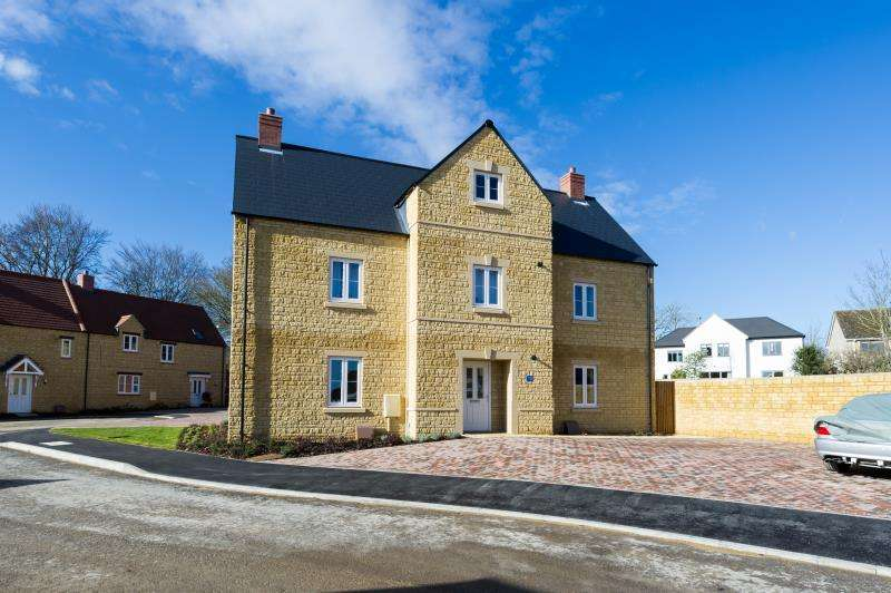 2 Bedrooms Maisonette Flat for sale in William Buckland Way, Stonesfield, Witney, Oxfordshire