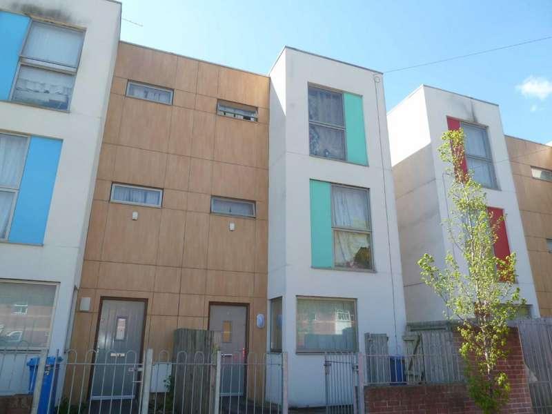 4 Bedrooms Terraced House for sale in Oak Bank, Harpurhey, Manchester, M9