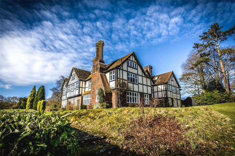 2 Bedrooms Flat for sale in Monks Manor, Honeywood Lane, Okewood Hill, Surrey, RH5