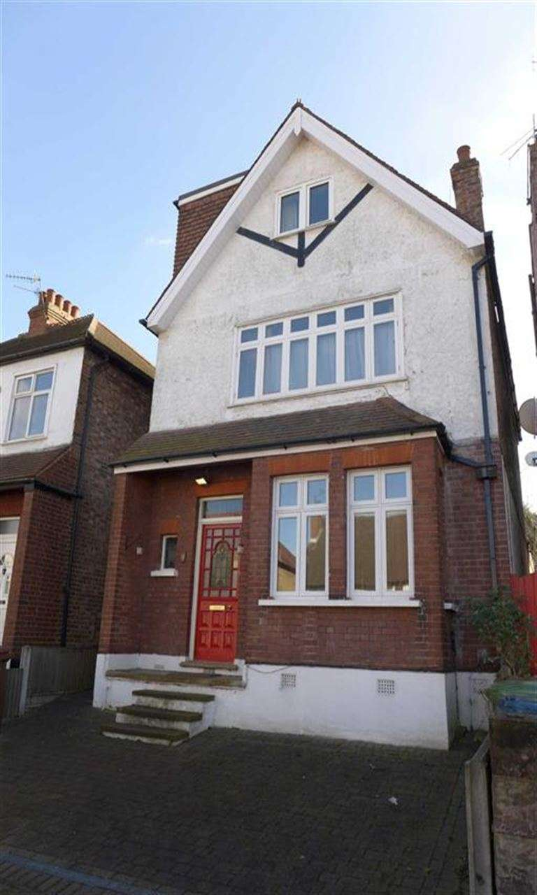 5 Bedrooms Detached House for sale in Longley Road, Harrow, Middlesex
