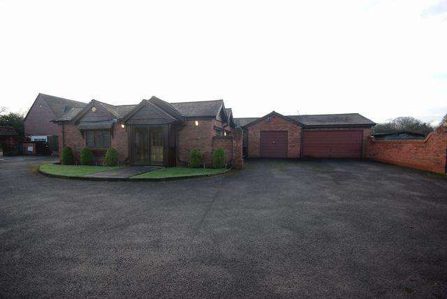3 Bedrooms Bungalow for rent in 1928 Warwick Road, Knowle, Solihull, B93