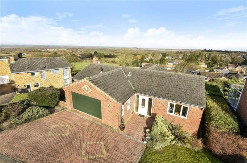 5 Bedrooms Detached House for sale in The Ridge, Blunsdon, Wiltshire
