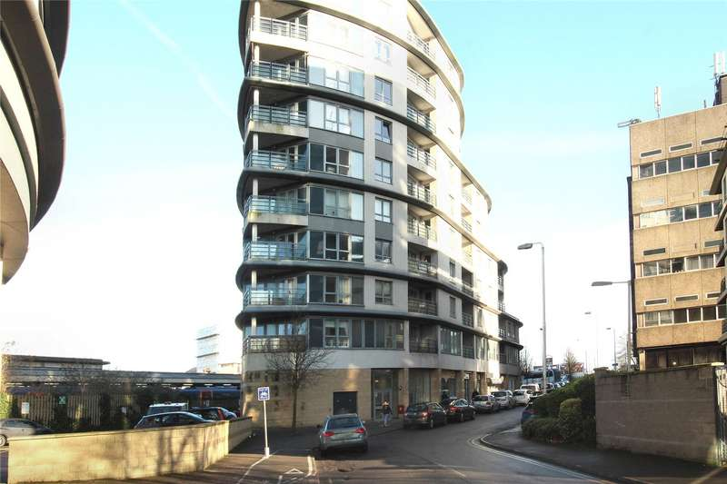 1 Bedroom Apartment Flat for sale in Eastgate, Station Approach, Woking, Surrey, GU22