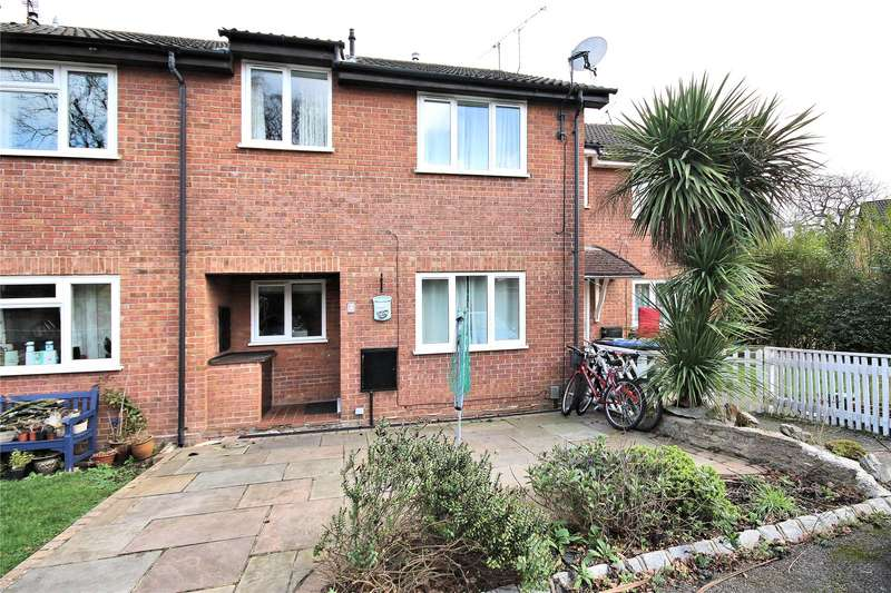 2 Bedrooms Terraced House for sale in Newsham Road, Woking, Surrey, GU21