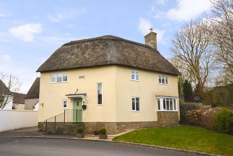 4 Bedrooms Detached House for sale in The Rise, Stratton, Dorchester