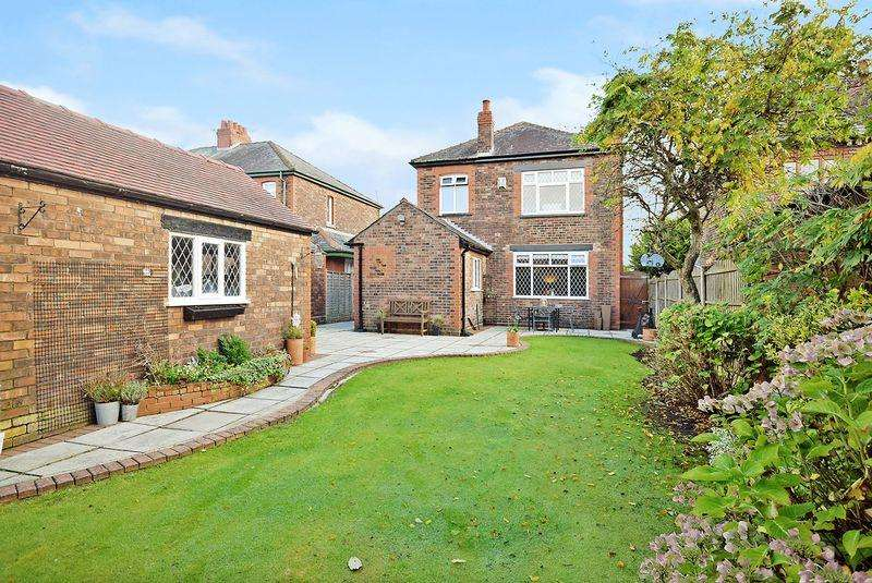 3 Bedrooms Detached House for sale in Upton Lane, Widnes