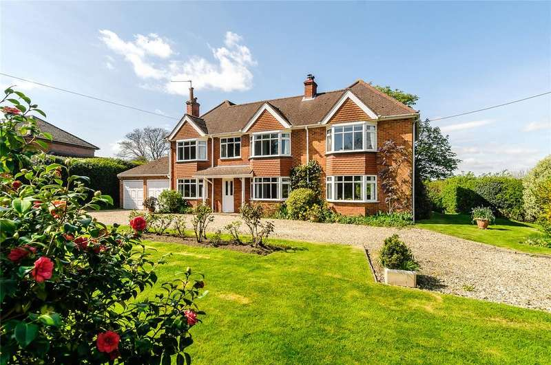 4 Bedrooms Detached House for sale in Hopgoods Green, Bucklebury, Reading