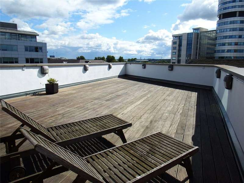3 Bedrooms Flat for rent in Watermans Place, Wharf Approach, Leeds, West Yorkshire, LS1