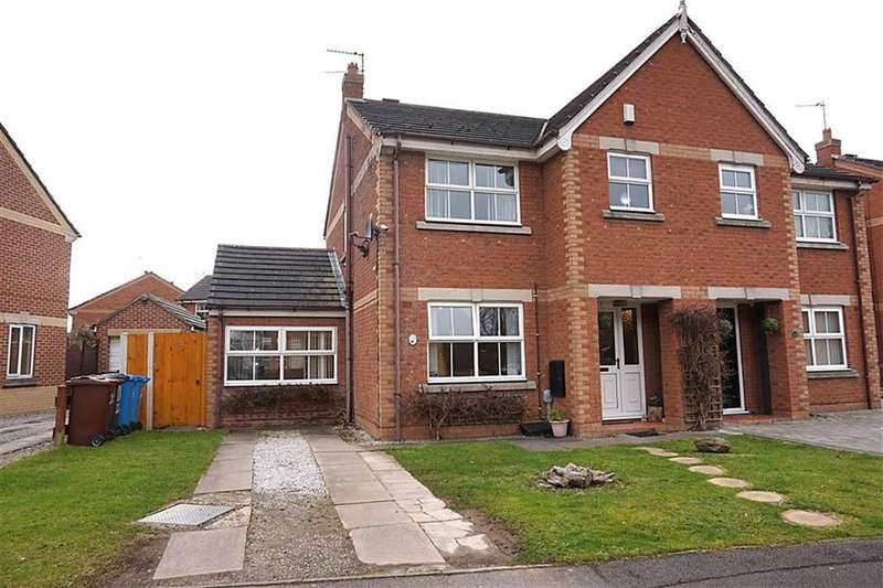 3 Bedrooms Semi Detached House for sale in Forester Way, Hessle, Hull, HU4
