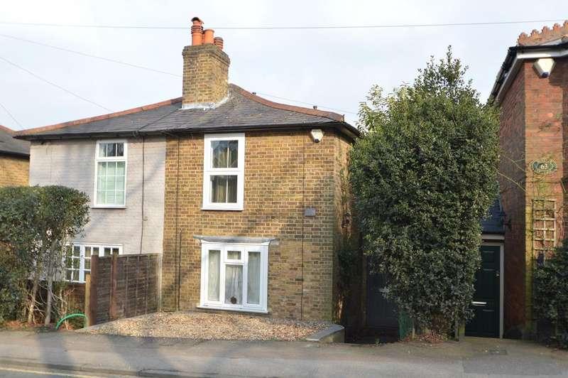 3 Bedrooms Cottage House for sale in Heath Road, Weybridge KT13