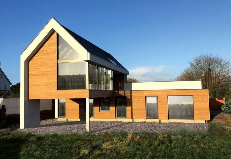 4 Bedrooms Detached House for sale in Sellicks Green, Taunton, Somerset, TA3