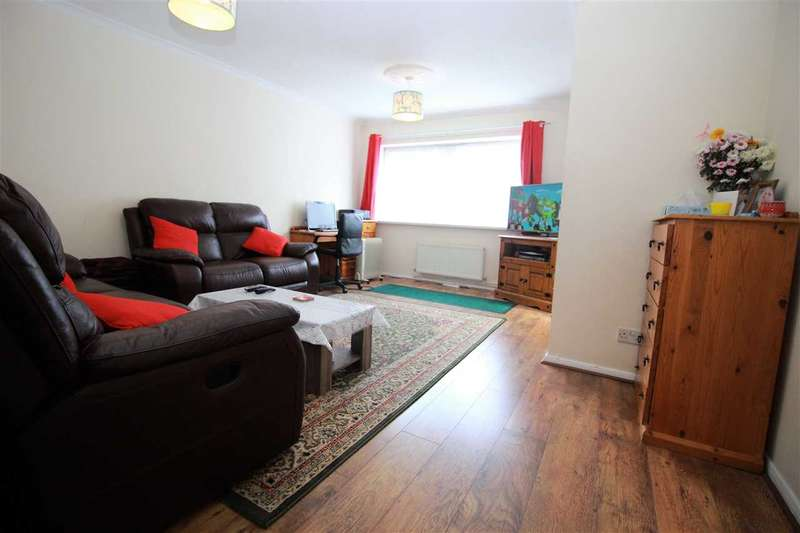 4 Bedrooms Semi Detached House for rent in Kingston Road, Romford