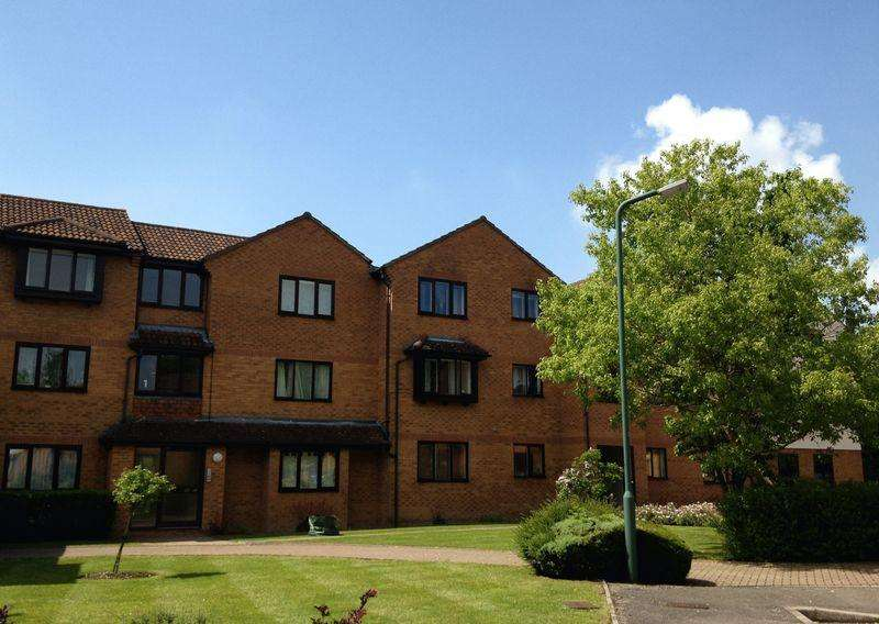 Studio Flat for sale in Knaves Hollow, High Wycombe