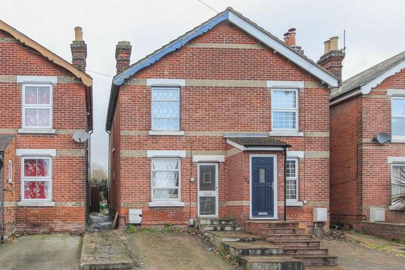 3 Bedrooms Semi Detached House for sale in Harwich Road, Colchester, CO4