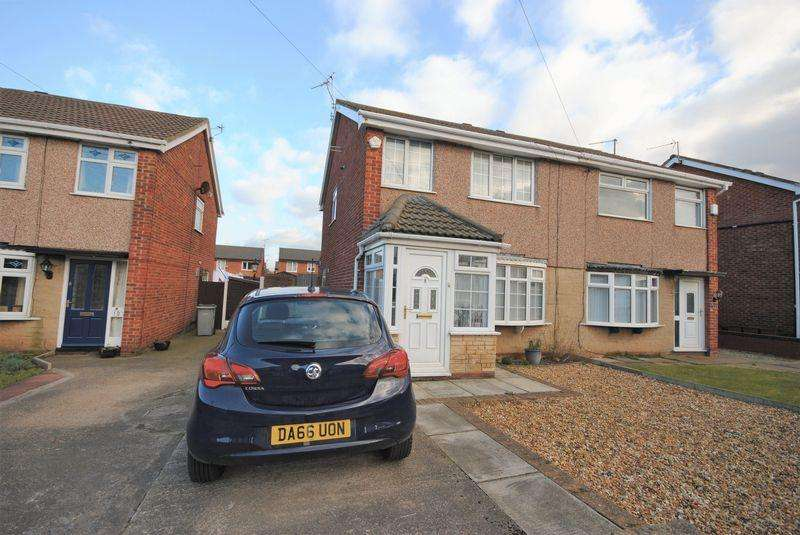 3 Bedrooms Semi Detached House for sale in Kingfisher Way, Saughall Massie