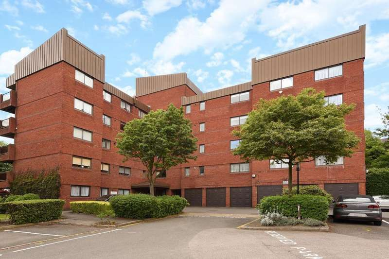 4 Bedrooms Flat for sale in Spencer Close, Finchley, N3