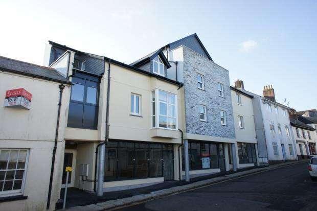 2 Bedrooms Flat for rent in Flat Exeter Street, Launceston, PL15