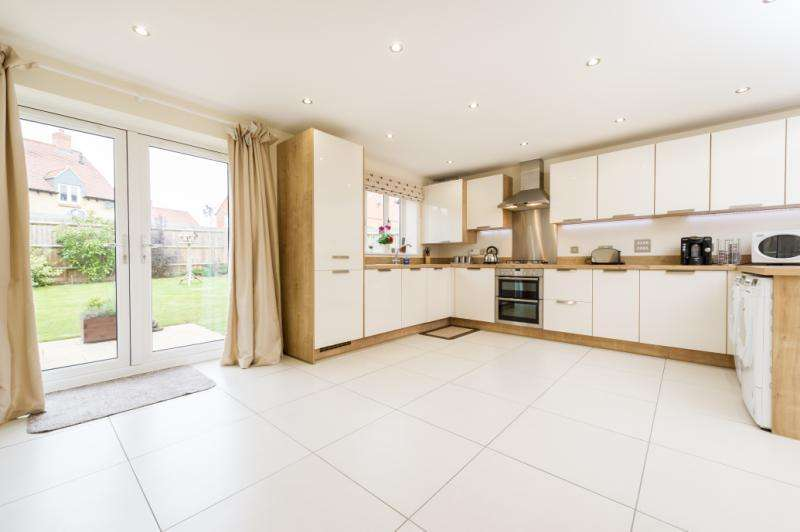 4 Bedrooms Detached House for sale in Wellington Way, Southmoor, Abingdon