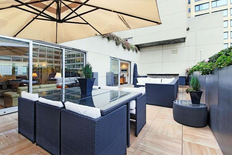 3 Bedrooms Flat for rent in Rennie Court, Upper Ground, Southwark, London SE1