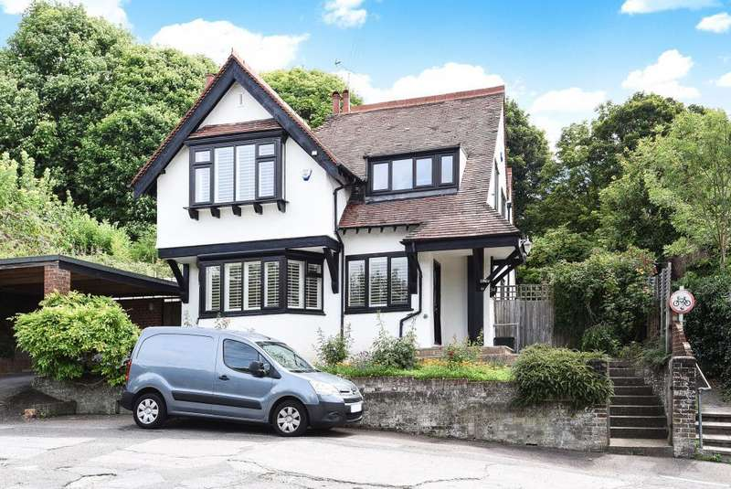 4 Bedrooms Detached House for rent in Springfield Road, Chesham, HP5