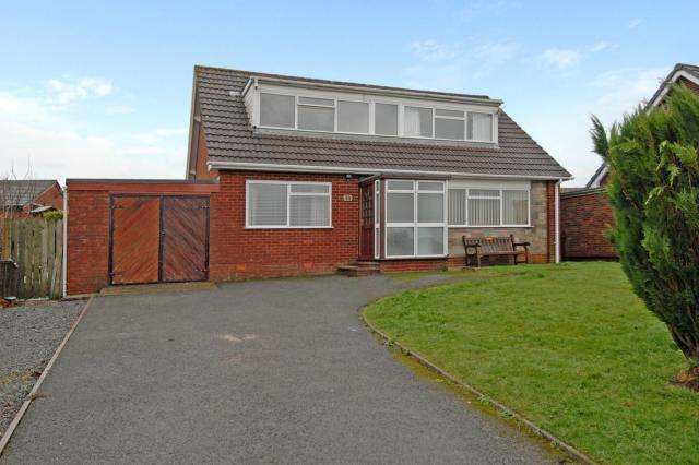 4 Bedrooms Detached Bungalow for sale in Holcombe Avenue, Llandrindod Wells, Powys, LD1